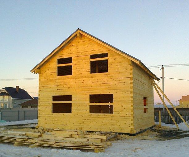 дом из бруса зимой , фото